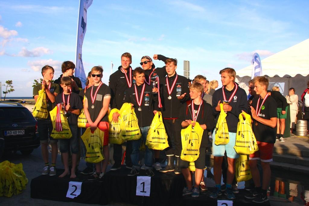 En tæt kamp mellem U18 fra K-polo (Københavns kajakpolo klub) og Neptun S (Neptun Kajakklub) hvor drengene fra Neptun endte med at vinde med 4-2